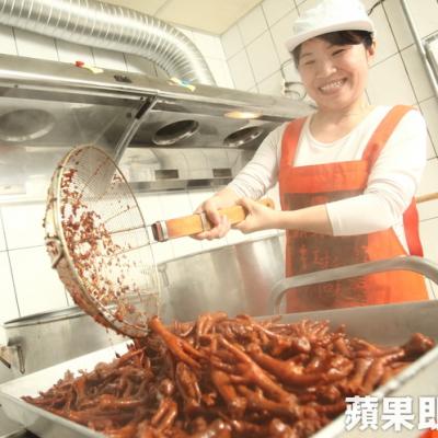 【蘋果日報】單親媽用紅麴滷出家鄉味–30秒賣1包的滷味– 鼎太公紅麴滷味